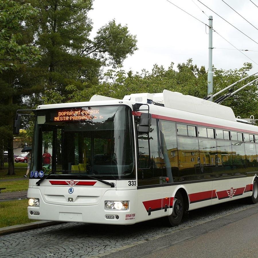 Pardubice ve svém vozovém parku již tři trolejbusy Škoda 30 Tr mají. Všechny byly zařazeny do provozu v červenci 2016. (zdroj: Wikipedia.org, foto:Jindřich Vohnout)