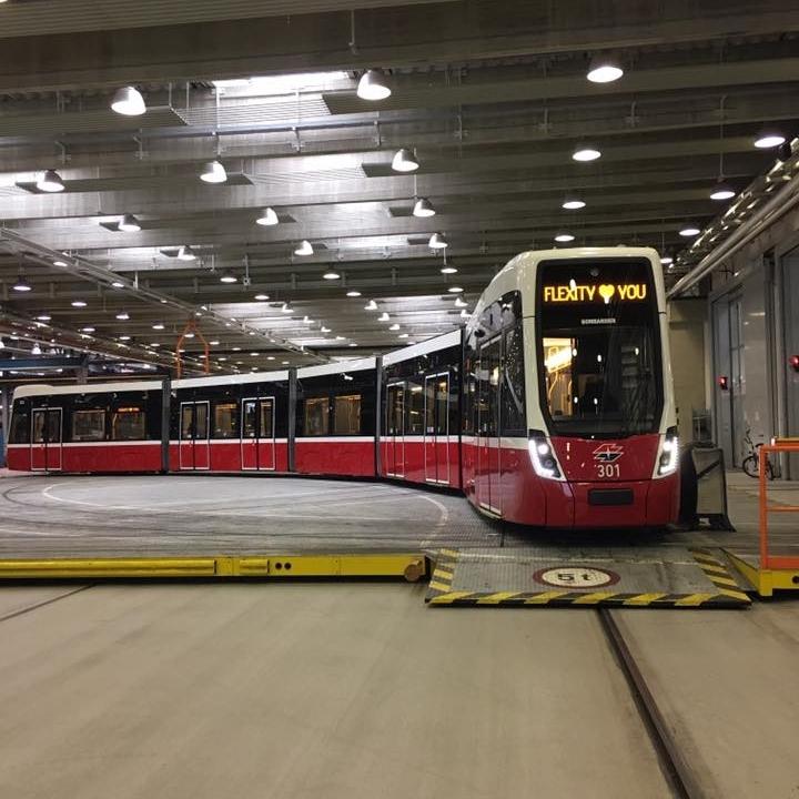 První z nově dodaných vozů Flexity Wien. (foto: Wiener Linien)