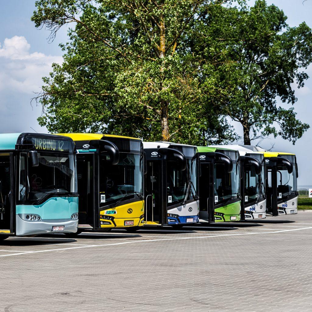 Autobusy Solaris New Urbino ve společnosti historického vozu Soalris Urbino. Jedná se o jeden z prvních vyrobených vozů. Solarisu. (foto: Solaris Bus & Coach)
