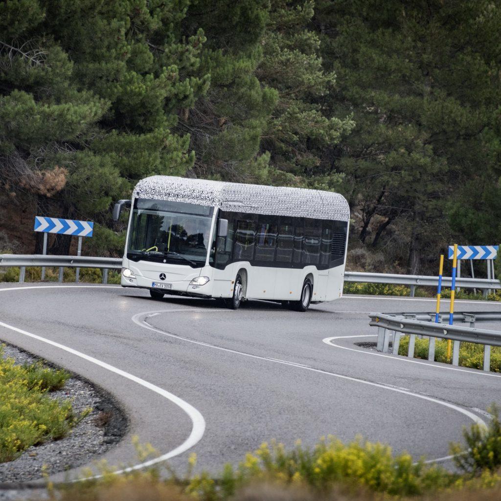 Elektrobus Mercedes-Benz Citaro na propagačním snímku výrobce. (foto: EvoBus)