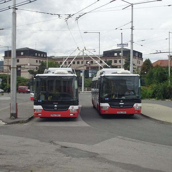 Trolejbusy Škoda 30 Tr v Banské Bystrici. (foto: Jan Pešula, zdroj: Wikipedia.org)