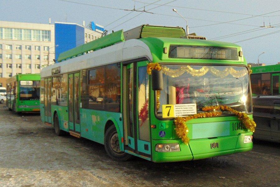 Vyzdobený trolejbus BKM 321 v Krasnojarsku. (foto: МКУ «Красноярскгортранс»)