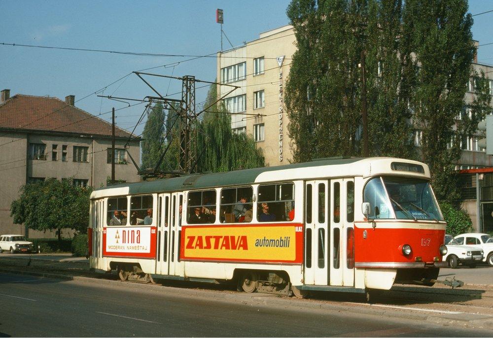 Tramvaj T3YU v ulicích Sarajeva. (foto: Frank Novak)