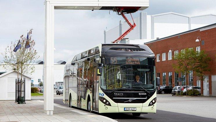 Nabíjecí stojan pro elektrobusy od společnosti ABB. (foto: Volvo Truck & Bus)