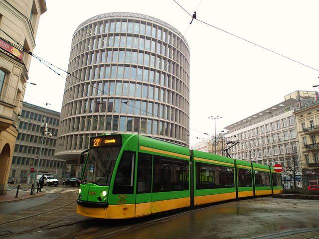 V ulicích Poznaně najdeme i tramvaje Siemens Combino. (zdroj: Wikipedia.org)