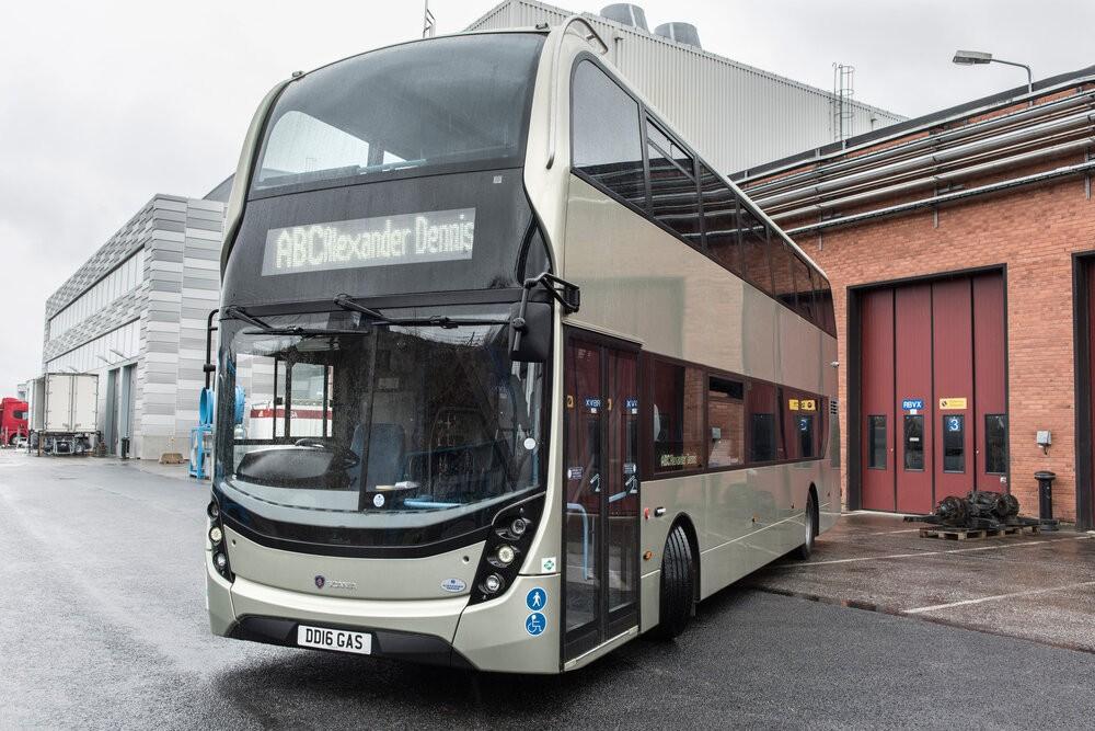 První patrový plynový autobus postavila Scania v roce 2016 ve spolupráci s britskou firmou ADL. (foto: Scania)