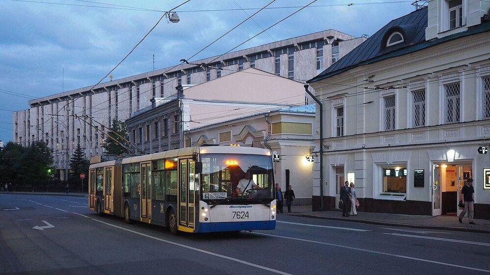 V Rusku se výrobou článkových trolejbusů zabývala v tomto století Trolza a také závod Trans-Al'fa. Na ilustračním snímku pořízeném v Moskvě vidíme Trolzou vyvinutý typ 6206.00, který byl vyráběn sériově v první dekádě tohoto století. Dva kusy podtypu 6206.01 «Megapolis», vyrobené původně pro Moskvu, skončily roku 2013 v Petrohradu, kde dosud jezdí. Dle dostupných zdrojů se od roku 2012 sériová výroba článkových vozů v Ruské federaci nerealizovala. (foto: Wikipedia.org)