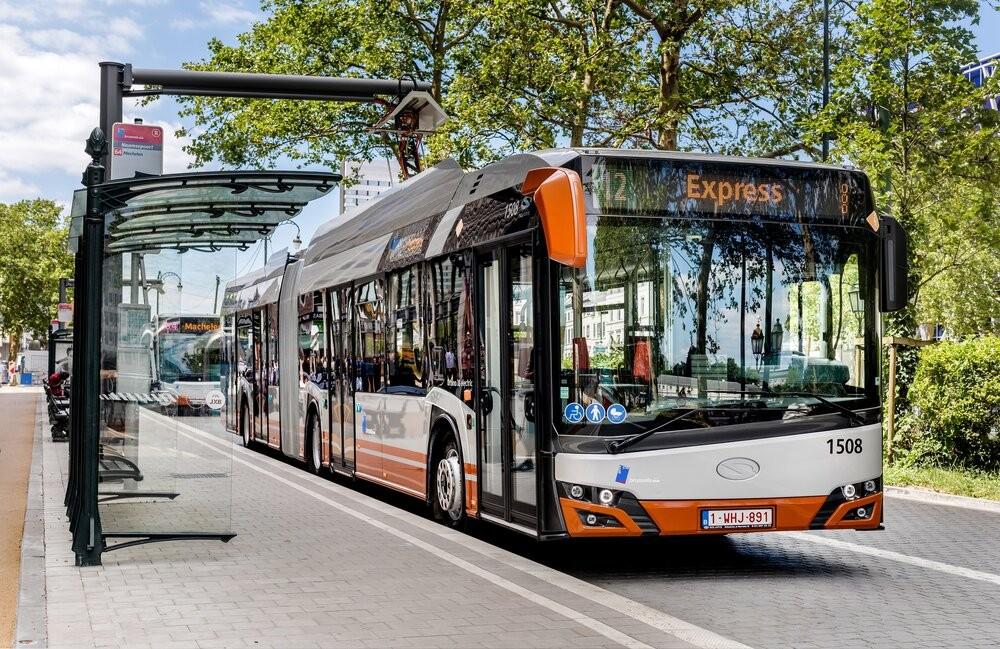 Elektrobus Urbino 18 electric  u rychlonabíjecího stojanu v Belgii. (foto: Solaris Bus & Coach)