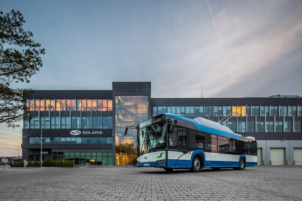 Dvanáctimetrové Trollino pro Gdyni na propagační fotografii výrobce. (foto: Solaris Bus & Coach)