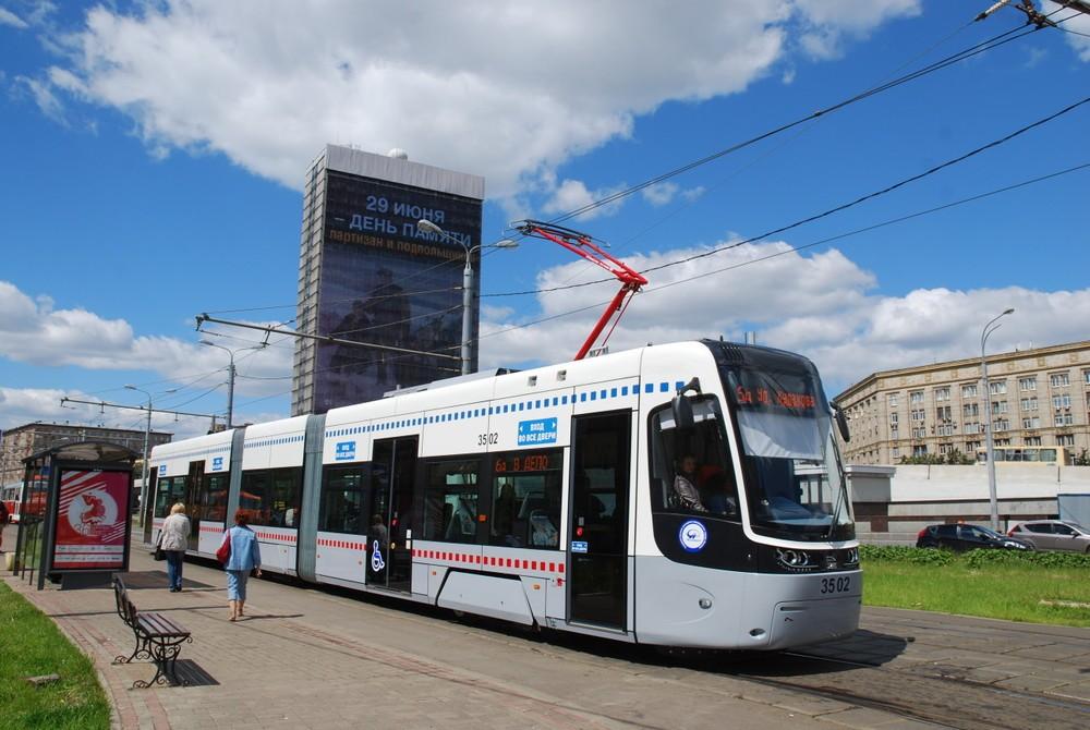 Tramvaj Pesa Fokstrot v ulicích Moskvy. (foto: PESA Bydgoszcz)