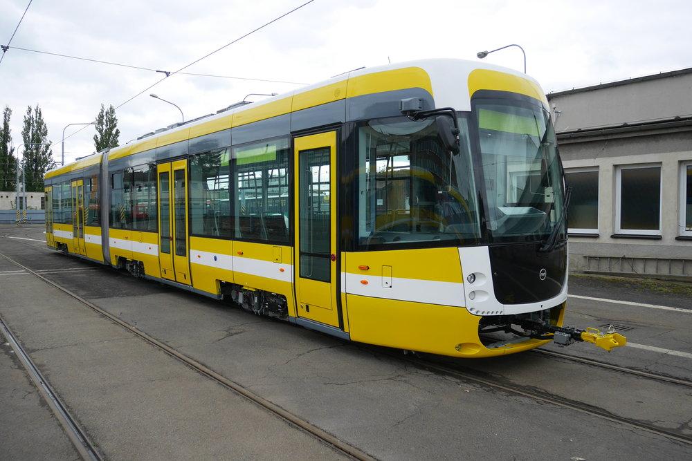 První tramvaj EVO2 v Plzni. (foto: Jan Šlehofer)