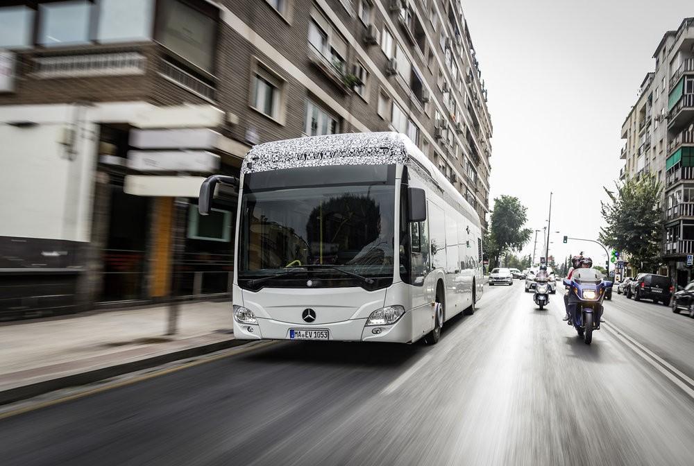 Elektrobus Citaro na propagačním snímku výrobce. (foto: EvoBus)
