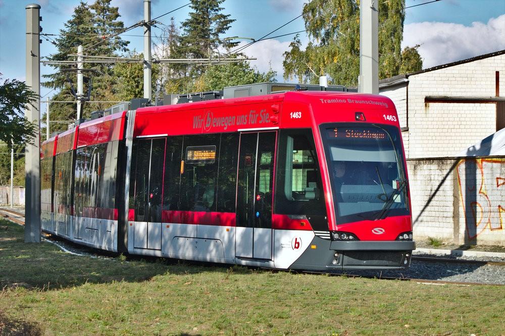 Tramvaj Solaris Tramino z první série v Braunschweigu. (zdroj: Wikipedia.de)