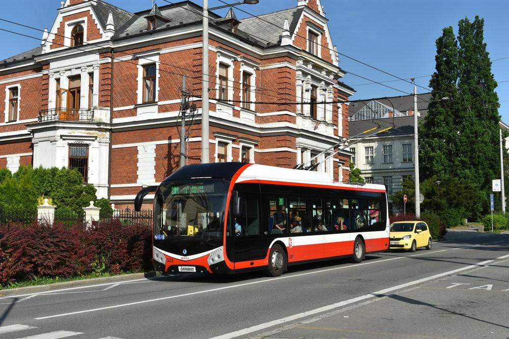 Trolejbus Škoda 32 Tr v Opavě. (foto: Libor Hinčica)