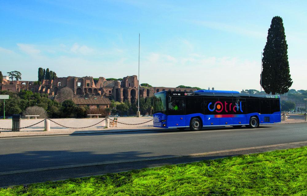 InterUrbino u antických zřícenin. (foto: Solaris Bus & Coach)