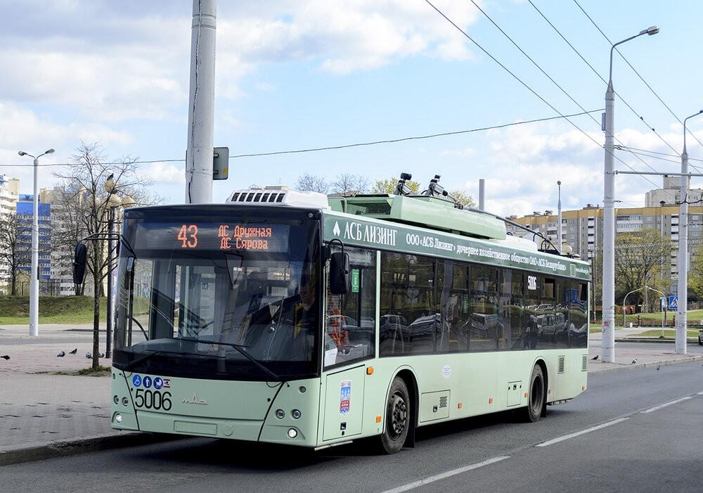 Parciální trolejbus dne 26. 4. 2020 výjimečně na lince 43, kam se kvůli rekonstrukci vozovky na jedné z ulic krátkodobě nemohly klasické trolejbusy podívat. (foto: Nikita Sergejevič)
