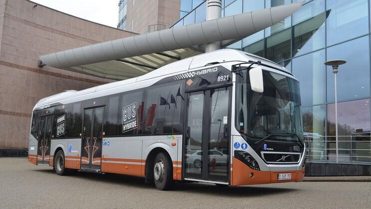 V Bruselu již 110 vozů Volvo 7900 Hybrid jezdí. Nyní se město může těšit na dalších 128 autobusů. (foto: Volvo Buses)