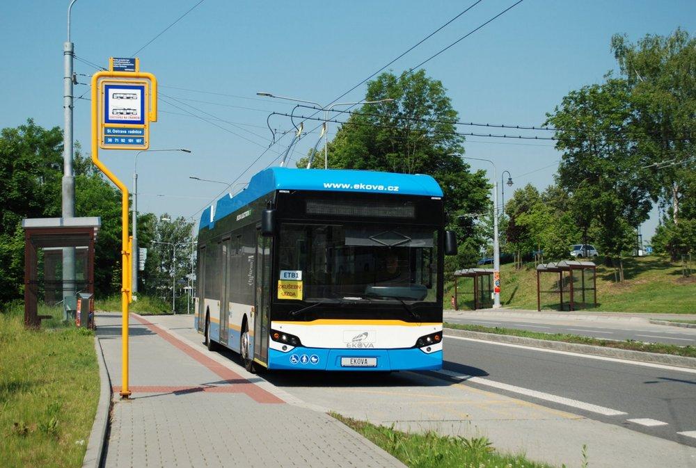 Trolejbus Ekova Electron 12T během zkušebních jízd bez cestujících. (foto: Libor Hinčica)