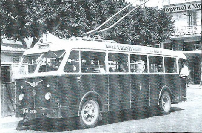 Trolejbus TA socelovou skříní napodvozku SOMUA. (foto: G. Rannou / archiv G. Mullera)