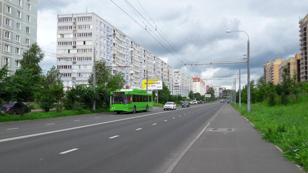 Trolejbus nalince č. 8 najihu města.