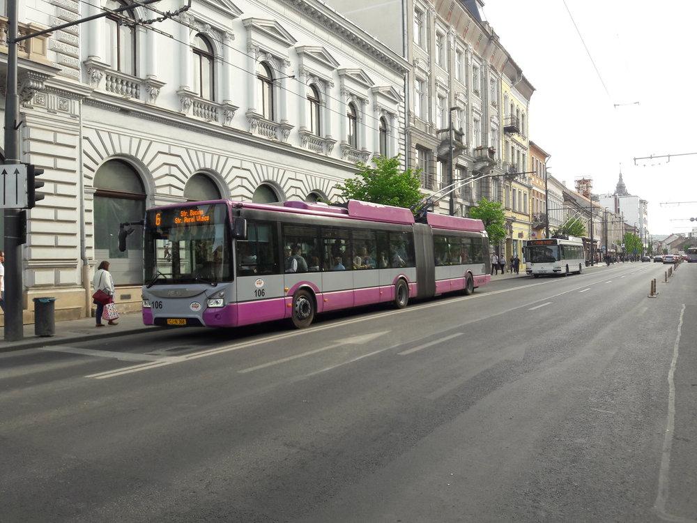Trolejbus Astra Town 118 vcentru Kluže (23. 4. 2018).
