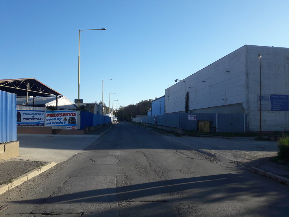 Pohled zpět najih kakvaparku (je nutné nakonci ulice zabočit doleva, tj. navýchod).