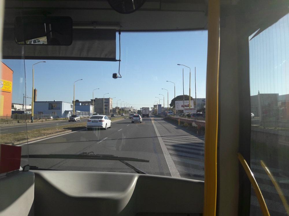 Ukončení by se odehrálo asi po 1 500 m, kde existuje podjezd, který by zároveň sloužil pro otáčení trolejbusů.