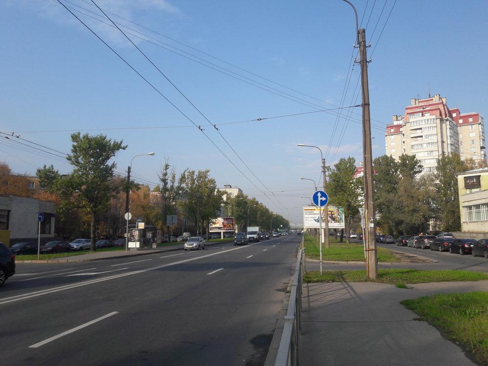 Jih města: dlouhá léta zrušený úsek od Ploščadi Konstituciji směrem naseverozápad.