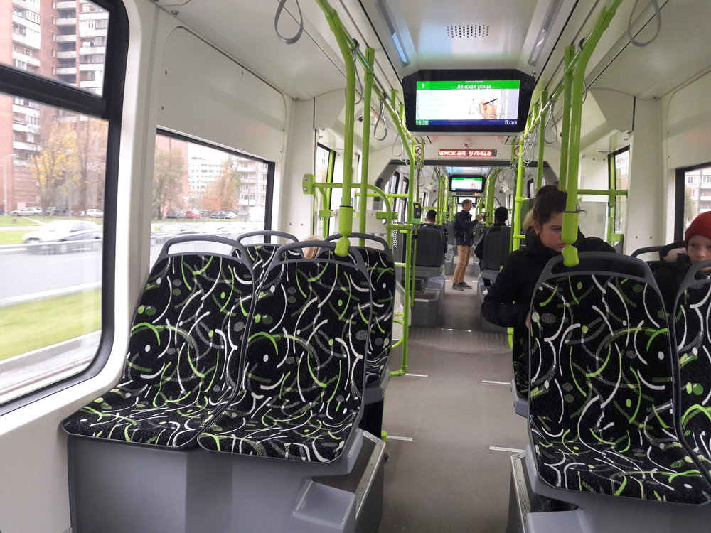 Švýcarská kvalita není jen napapíře, jak se mnoho škarohlídů sodkazem naběloruskou výrobu tramvaje odvolávalo, ale i vpraxi. Čižik působí efektně nejen zvenku, ale i uvnitř. Je jen škoda, že podobných tramvají není vČR více.