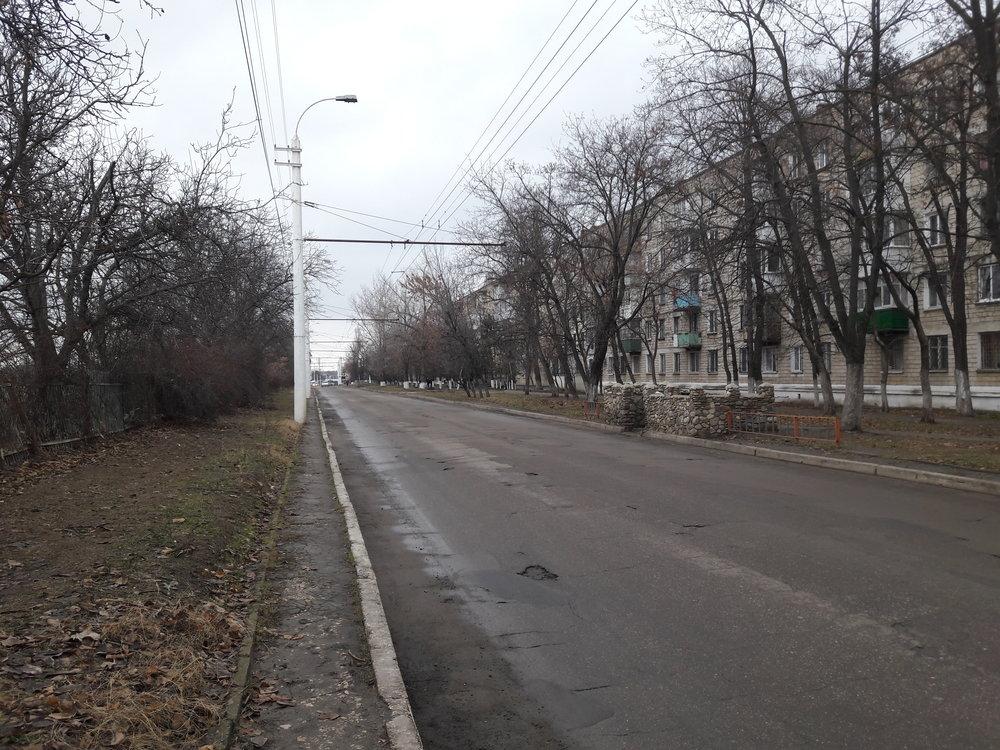 U zastávky ul. Pobědy (linka č. 3).