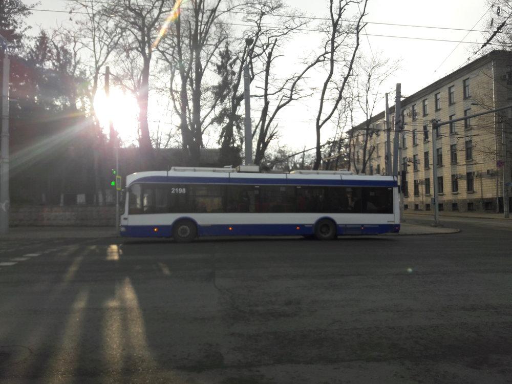 U lékařské univerzity, kde končila první trolejbusová trať vKišiněvě (pohled nazápad).