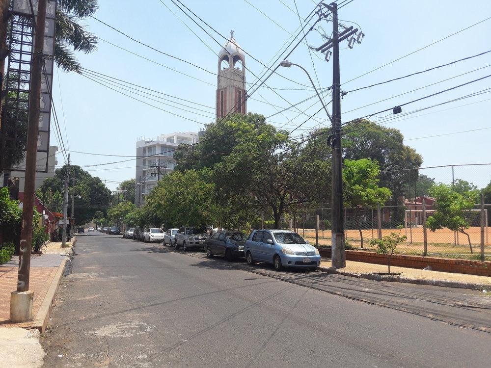 Koleje u konečné ve čtvrti Las Mercedes (pohled nasever, kde kolej končí).