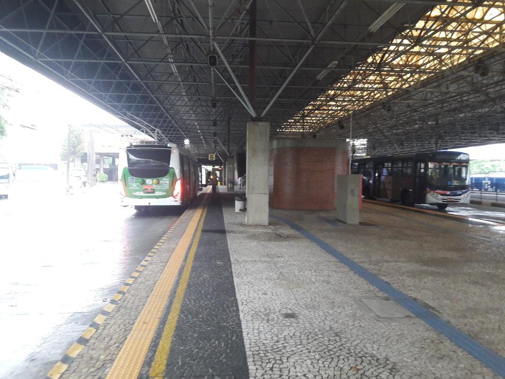 Po otočení se nasmyčce mají trolejbusy, vzávislosti nalinkách, svá stanoviště.