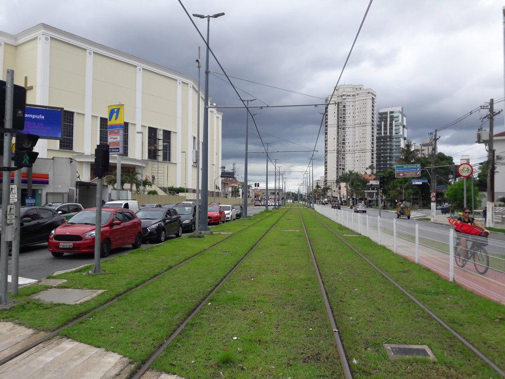 Křížení trati střídou Costa Ana (2x).
