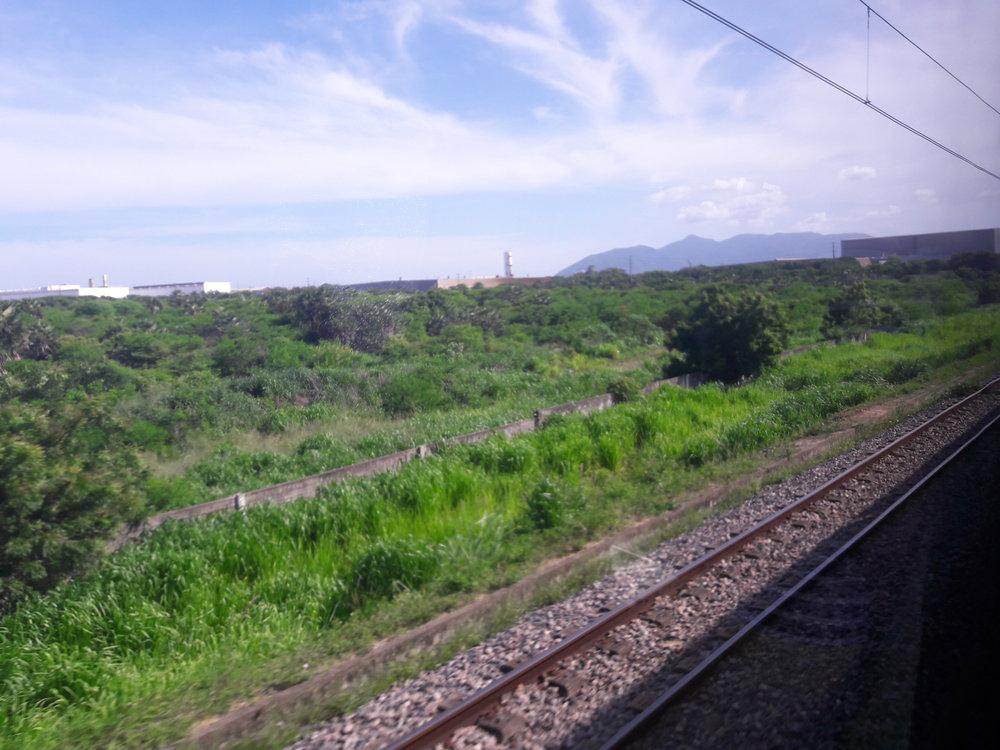 Pohled zvlaku po výjezdu ze stanice Rachel de Queiroz.