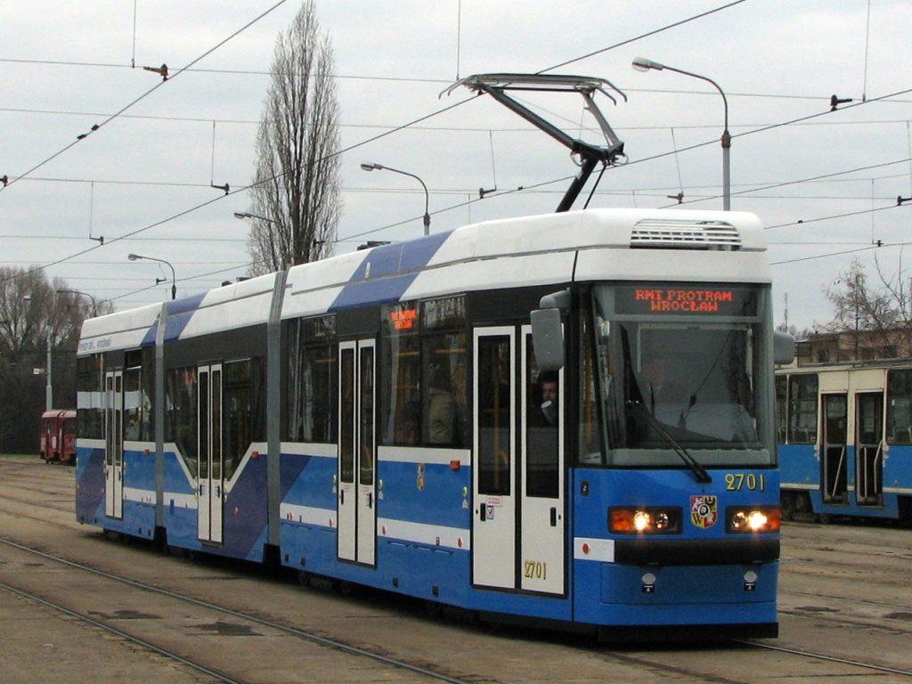 Tramvají Protram 205 WrAs bylo dodáno celkem 25. Všechny nyní projdou celkovou opravou, při níž mj. obdrží klimatizaci salónu cestujících. (zdroj: Wikipedia.org)