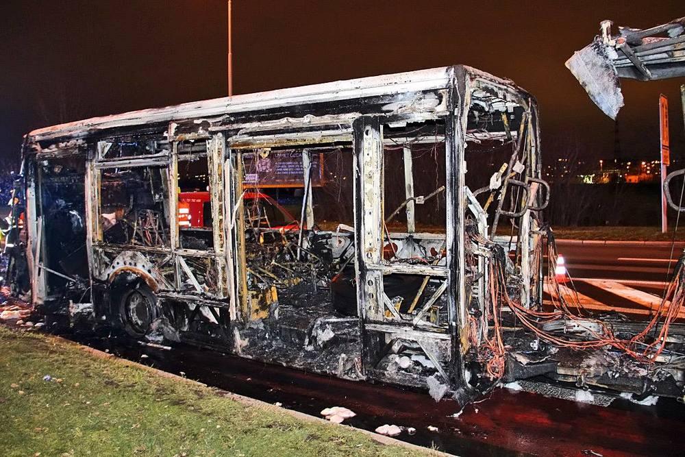 Pohled na zadní článek autobusu Irisbus Citybus pražského DP ev. č. 6508, který shořel na lince č. 195 dne 2. 12. 2015. (foto: Roman Vanka, Citybus.cz)