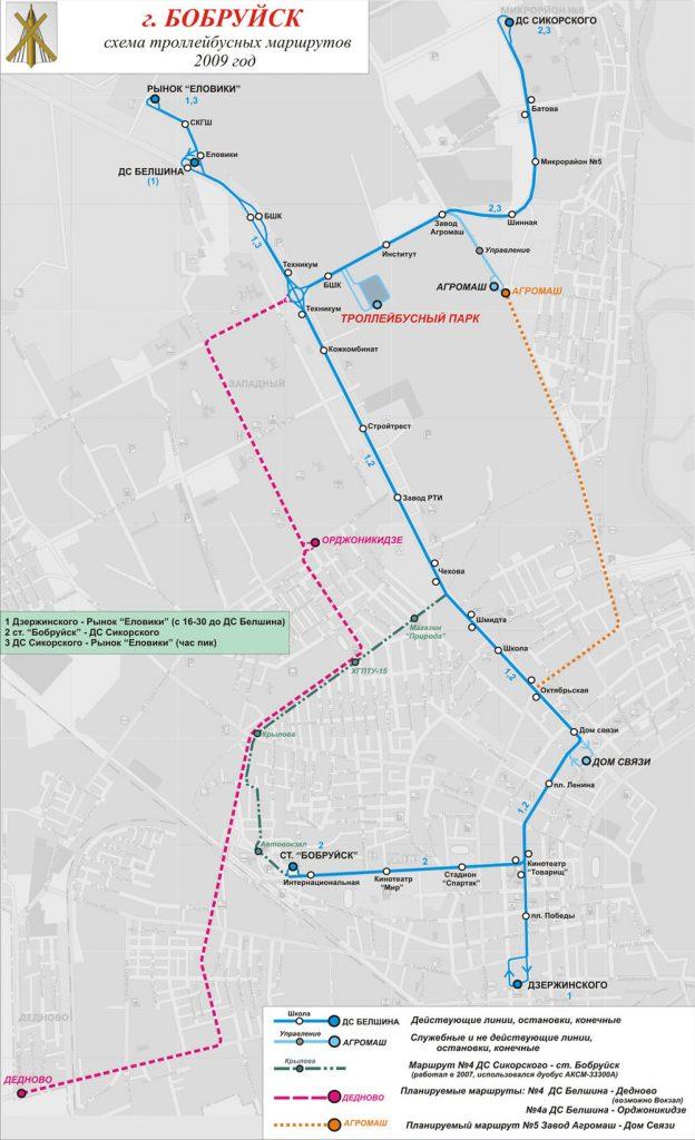 """V Babrujsku se tak trochu zastavil čas, a tak je možné publikovat plánek ještě z roku 2009, který ukazuje nejen stávající linky (č. 1 i 3 končí u závodu), ale i zamýšlený rozvoj sítě (růžově a oranžově) a dále """"etudu"""" linky č. 4 (zeleně) vedené trolejbusem s dieselagregátem. (autor: Vladimir Fišman)"""