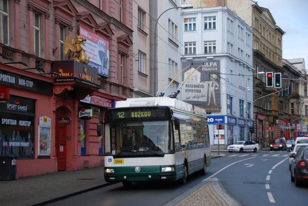 Praha si pořídila tento plzeňský trolejbus Škoda 24 Tr ev. č. 500. (foto: Libor Hinčica)