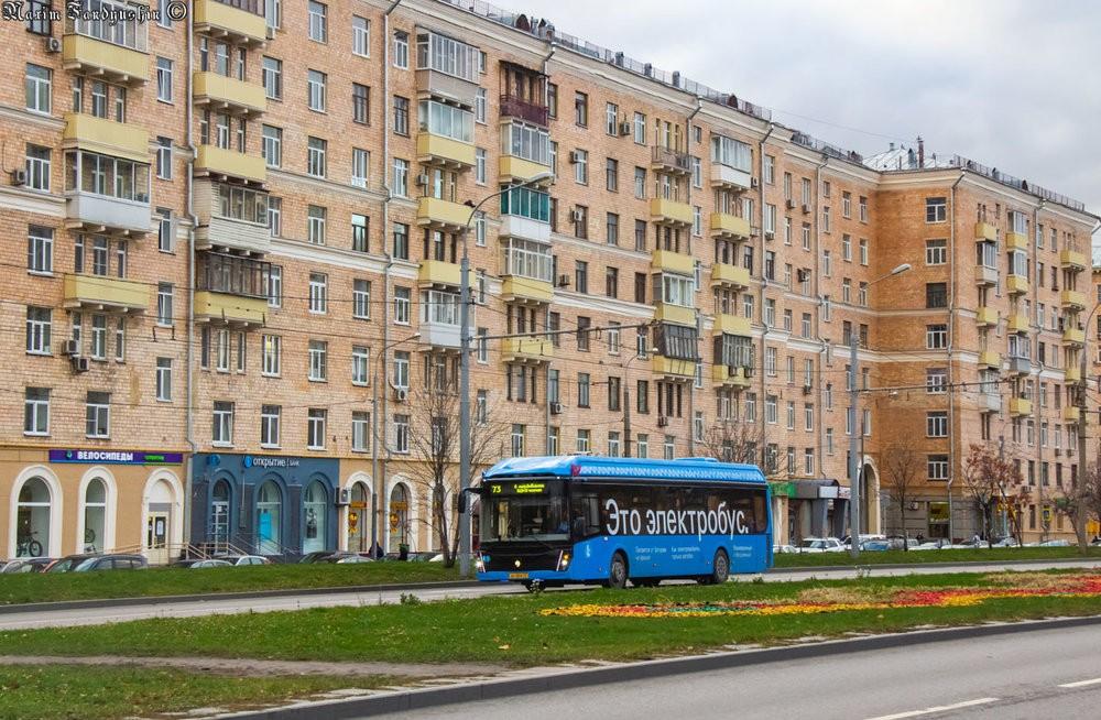 Na pohled jistě atraktivní, uvnitř pohodlný, avšak pro potřeby Moskvy nepraktický a také ne zrovna ekologický. (foto: M. V. Fandjušin)