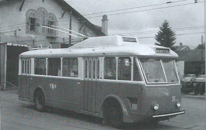 Fribourský vůz typu VCR ev. č. 28 měl, stejně jako ev. č. 27, skříň od výrobce CGCEM.(foto: G. Muller)