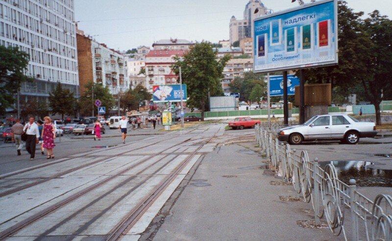 Tramvajová trať k Paláci sportu krátce po uzavření. (foto: Нічний мрійник)