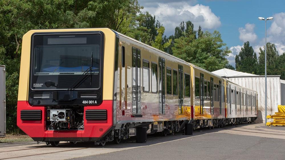 Nová jednotka berlínského S-Bahnu řady 484 na slavnostní prezentaci. (foto: Siemens)