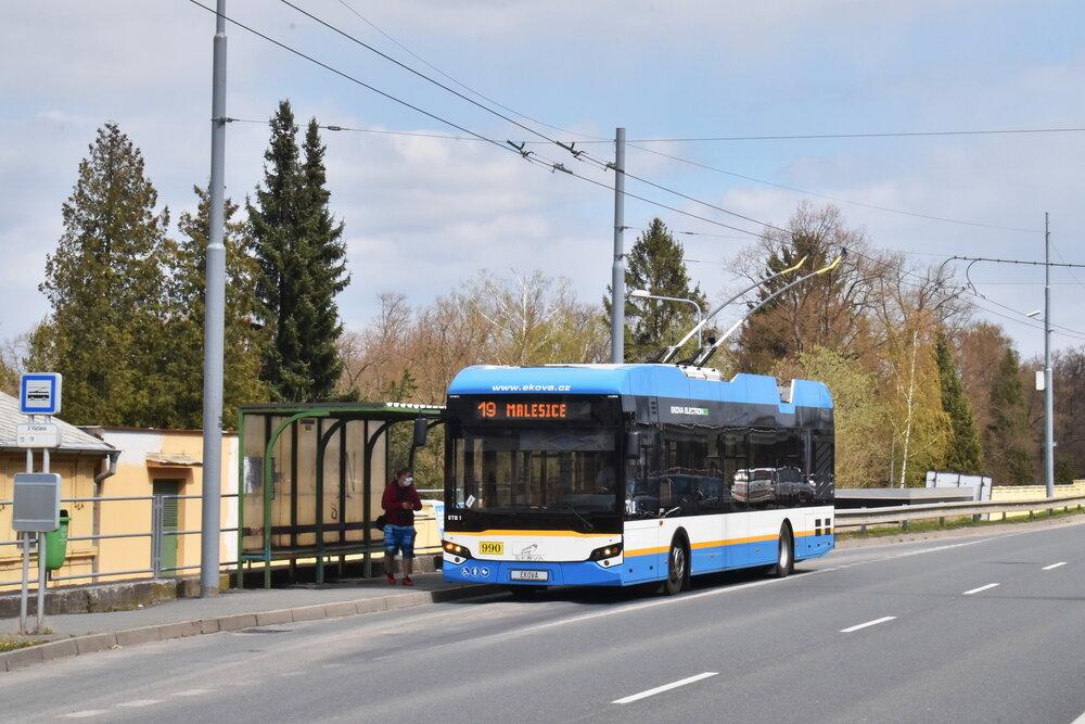 Trolejbus obdržel v Plzni ev. č. 990. Nasazován je na testovací linku číslo 19. (foto: Ing. Zdeněk Kresa)