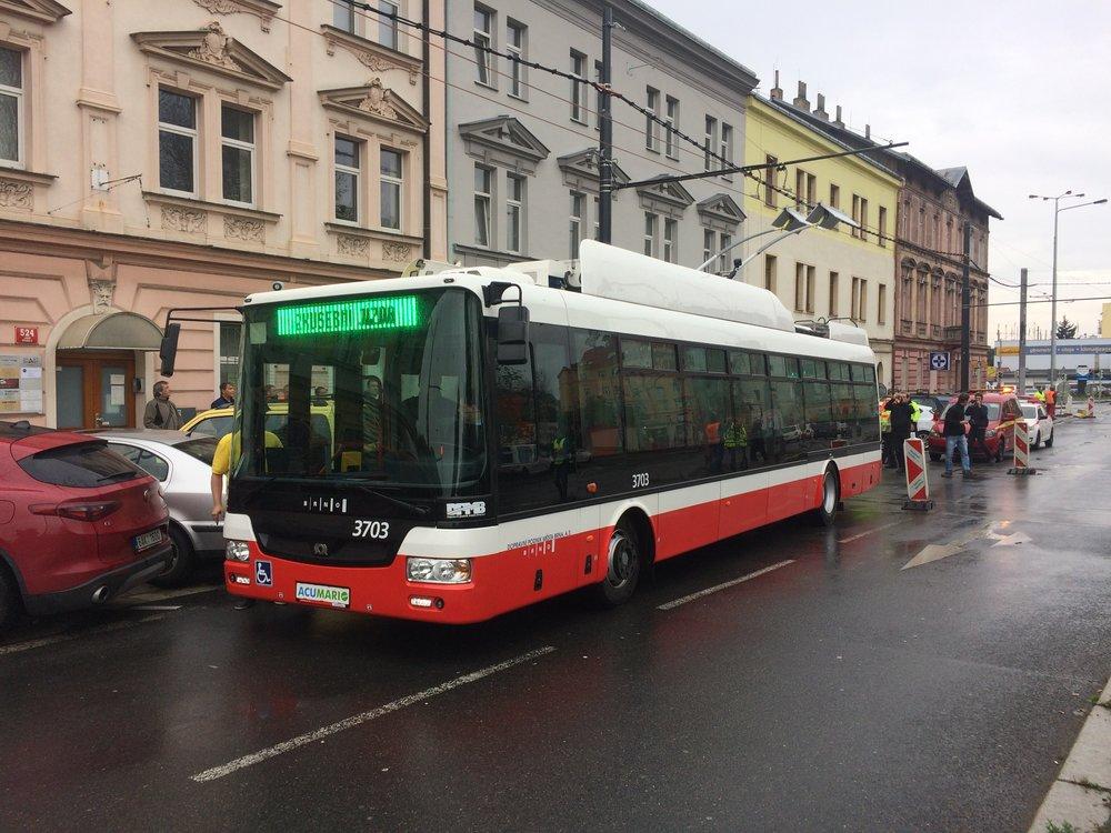 Trolejbus SOR TNB 12 během první zkušební jízdy v Praze v říjnu 2017. (foto: Libor Hinčica)