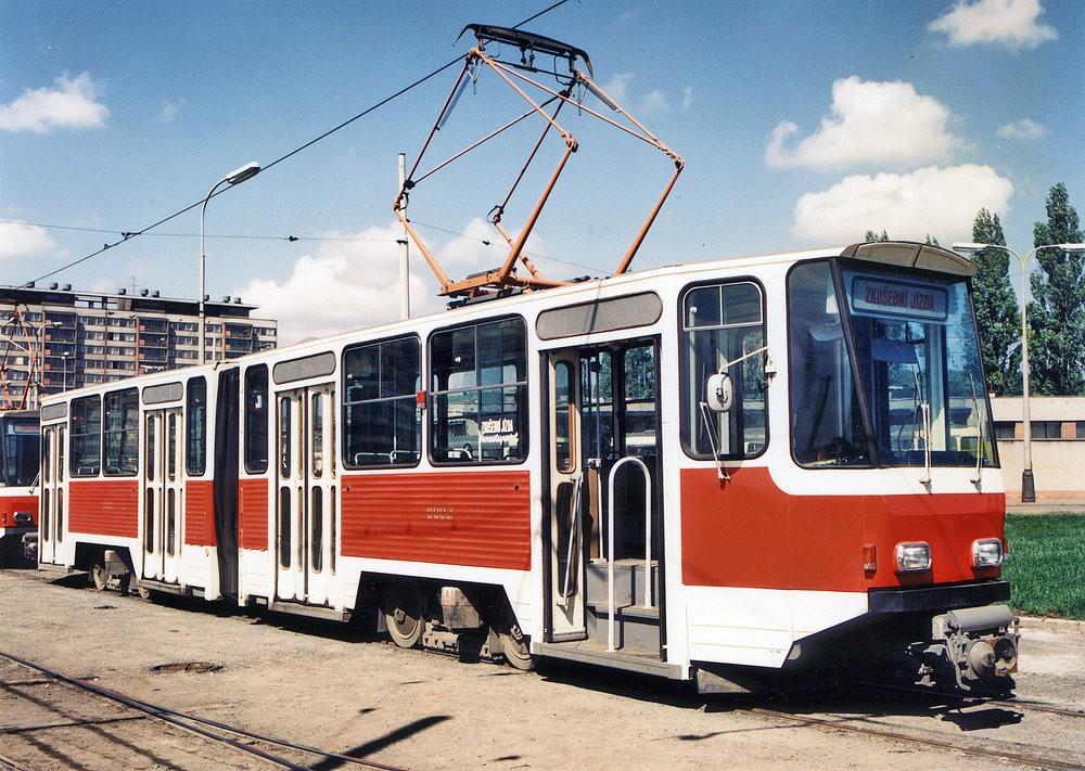 Historický záběr z testování tramvají KT4D v Praze. (foto: ČKD)
