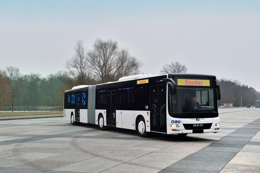 Na první pohled nevypadá třídveřová karoserie Discobusu nijak zvlášť výjimečně. (foto: MAN Truck & Bus)