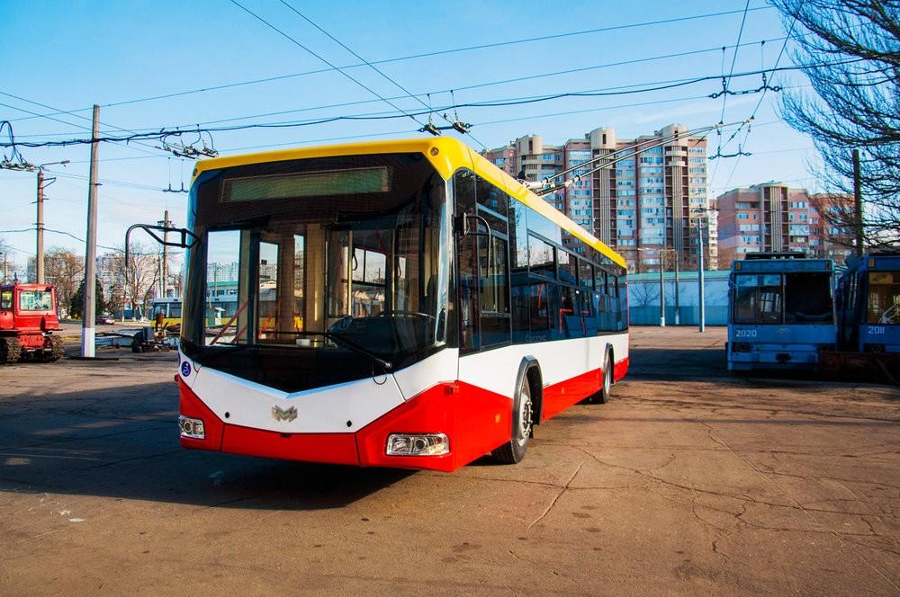 První z trolejbusů BKM-321 v Oděse. (foto: