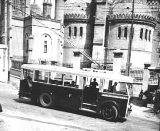 """VETRA CS 35 zAlžíru. (foto: sbírka J. P. Chenais, repro zknihy """"Trolleybus français"""")"""