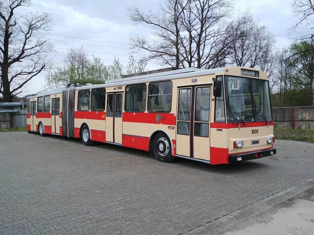 Trolejbus Škoda 15 Tr ev. č. 1000 jako Československý trolejbus. (foto: Vojtěch Jandásek)